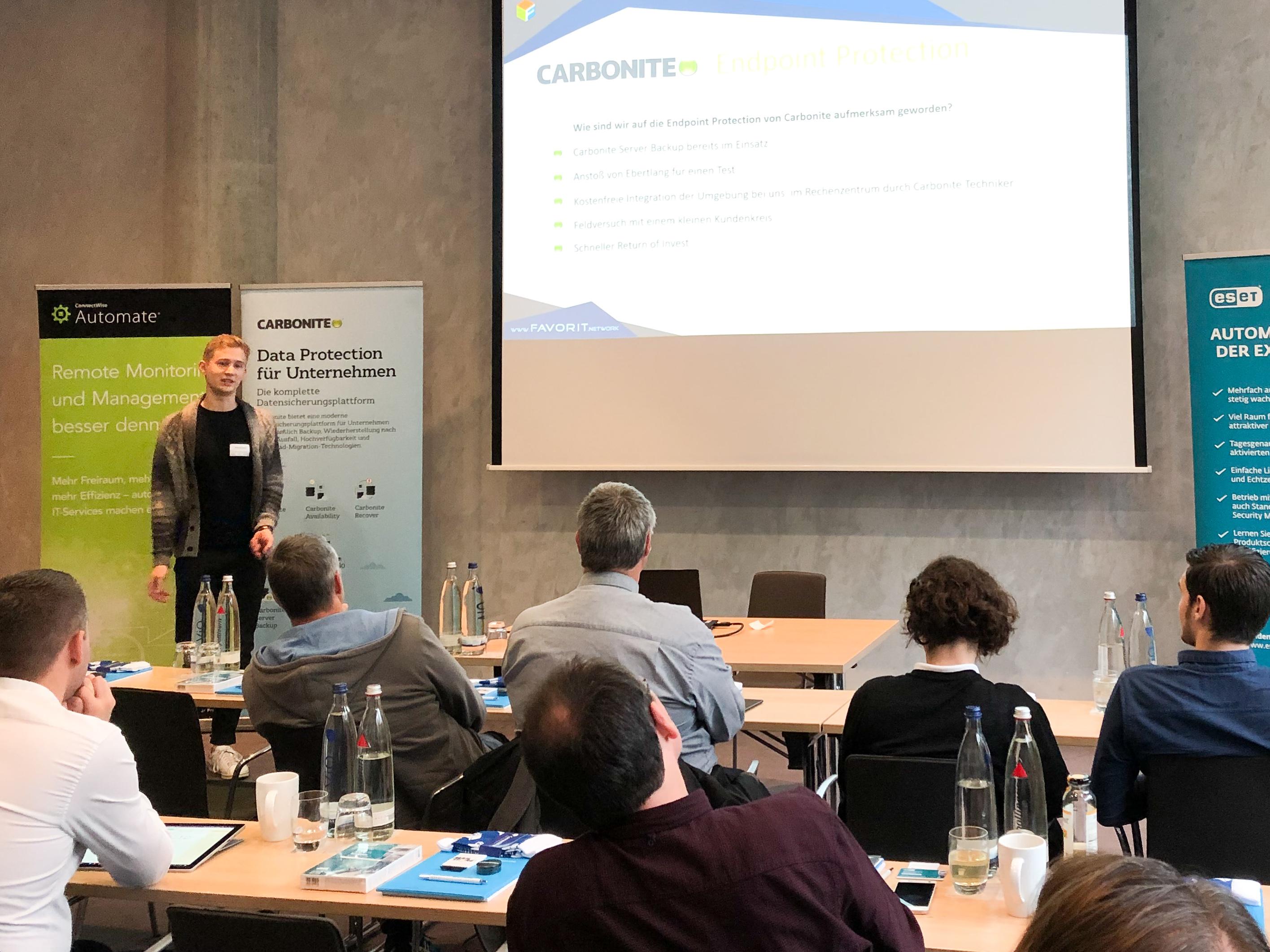 Manuel Franz vom IT-Systemhaus FAVORIT.network berichtet in München von seinen Erfahrungen mit den Datensicherungslösungen von Carbonite und der E-Mail-Archivierungslösung MailStore.