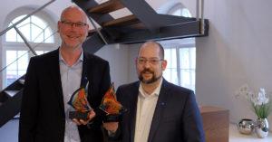 Marc Fischer und Andreas Schröder mit den Awards von Altaro.