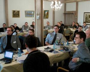 Der erste EL-Partnertag fand 2004 mit 50 Teilnehmern auf Burg Staufenberg statt