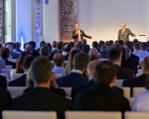Steffen Ebert und Volker Lang begrüßen die Teilnehmer unseres Partnertags 2013 in der Frankfurter Klassikstadt